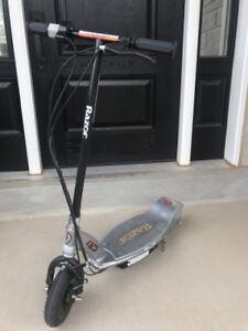 E125 Electric Razor Scooter
