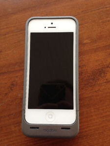 iPhone 5 (16GB, White) & Mophie Charging Case (Locked to Rogers)