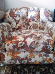 Comfy Flowered Single Couch Seat on wheels
