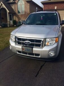 2011 Ford Escape XLT- Sunroof- All Leather, Low kms