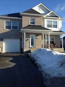 Beautiful furnished home in Aylmer/ Belle maison meublé à Aylm