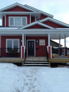 Dawson Creek - Fully Furnished Executive Home - 4 bedrooms