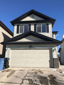 Walk-out Basement House in Coventry Hills near Airport for Rent!