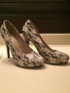 Never Worn Size 9 Lace Heels