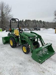 2015 JOHN DEERE 2025R TRACTOR WITH LOADER & SNOW BLOWER