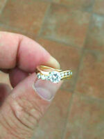 gold diamond engagement ring almost full Carat