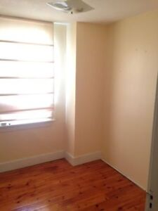3 Beds Student Apartment For Rent- 620 Victoria Street Kingston Kingston Area image 2