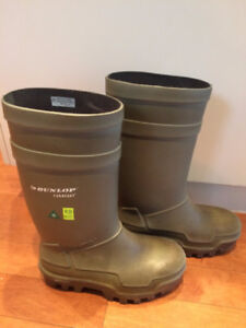 Steel Toe Rubber Work Boots Size 7 men (fits lady 8.5 - 9)