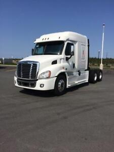 2017 Freightliner Classic Cascadia Mid-Roof