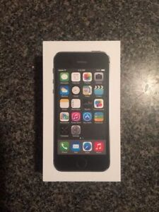 Black iPhone 5s 16gb MINT condition $225
