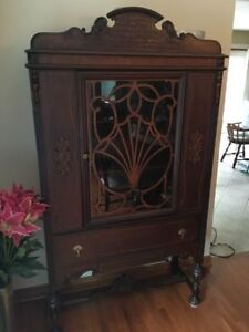 Antique Thomasville Dining Room Set, Buffet & China Cabinet