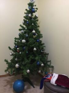 5ft 5inch tall Christmas tree with accessories