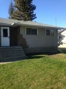 2 bedroom, main floor of house. Large bedrooms. Riverview, Red D