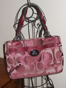 Coach Penelope Optic Signature Purse **Excellent Condition!!