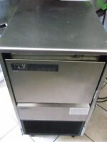 Commerical Ice Maker Great Condition