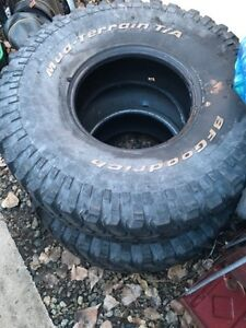 Mixed set of 35x12.50r15 mud tires
