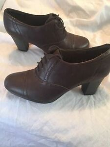 Clarks Women's Brynn Marina Dress Heel Brown size 12