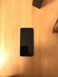 iPhone 5s 64gb with battery case & more Virgin locked $300 obo