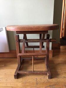 Table style antique en bois