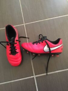 Youth Soccer Cleats size 3Y for sale-Practically brand new!