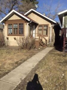 Two Bedroom Bungalow House For Rent with appliances 1625 Retalla
