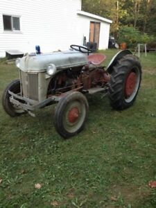 1946 TRACTEUR FORD