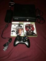 Xbox 360 Slim 4gb all cable 2 games