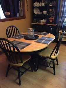 Dining/kitchen Table with 6 Chairs