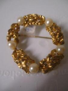 ADORABLE OLD VINTAGE ROUND FAUX-PEARL GOLDTONE BROOCH