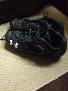 Under Armour Football or softball or baseball shoes  Size 12-13