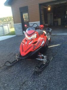 Polaris switchback 900 2005 a vendre en piece.