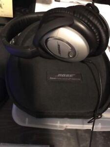 BOSE LIKE NEW QC15 noise cancelling heasphones