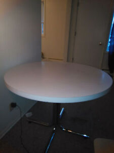 White Coffee Table and 2 chairs