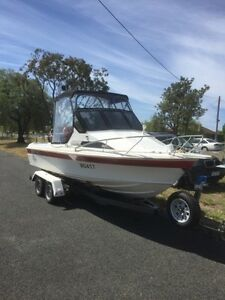 Haines hunter 560 f Lara Outer Geelong Preview