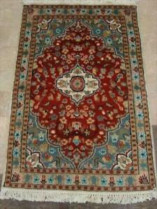 Floral Ivory Medallion Hand Knotted Area Rug Wool Silk Carpet (3.11 x 2.8)'