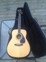 Guitare Acoustique Yamaha avec Étui Solide