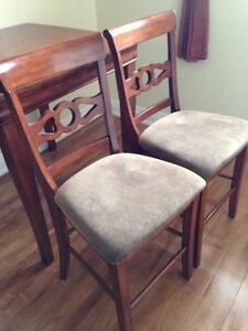 Pub Style Table with 2 chairs Cambridge Kitchener Area image 4