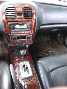 2005 Hyundai Sonata Sedan V6. Leather + Sunroof + Heated seats