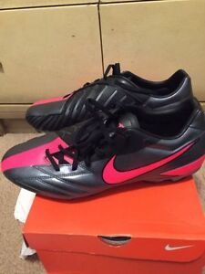 Size 11-11.5 Nike Soccer shoes