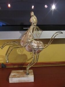 "22"" x 21"" modern horse sculpture. Home decor."