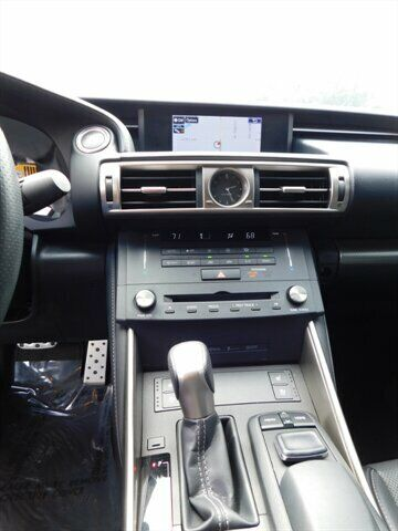 Image 15 Voiture Asiatique d'occasion Lexus IS 2015