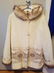 Beautiful Faux Fur coat- Perfect condition (size small)