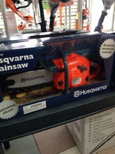 HUSQVARNA TOY CHAINSAW WIH SOUND AND ROTATING CHAIN