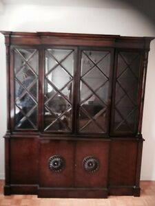 Hutch / China Cabinet Antique Style