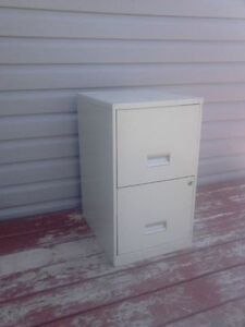 LOOKING FOR: FILLING CABINET