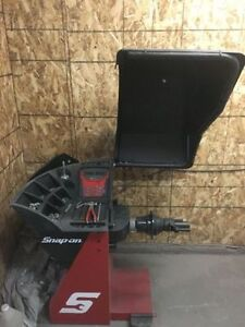 BRAND NEW SNAPON MOTORIZED BALANCER AND USED TIRE CHANGER