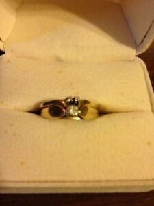 Peoples, 14k Gold and Diamond Wedding Band Set! Great Condition!
