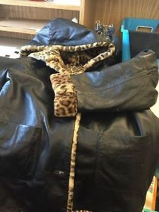 ADORABLE LEATHER COAT REVERSIBLE EXCELLENT CONDITION Kingston Kingston Area image 1