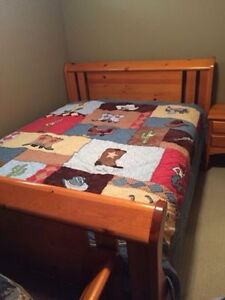 PREMIUM SOLID WOOD BED SET IN GREAT CONDITION!