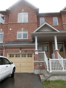 3 Bedroom Freehold Townhome in Desirable Bradford Area
